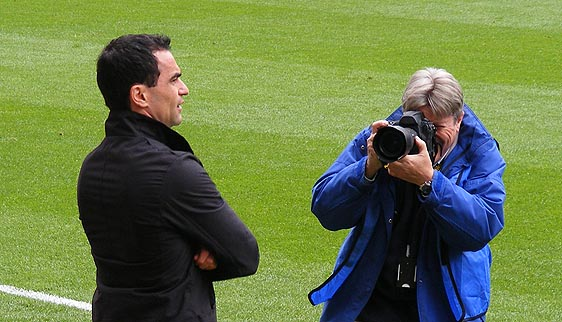 Roberto Martinez and photographer