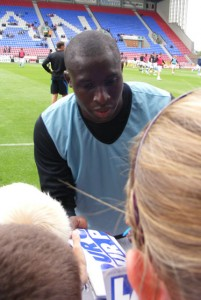 Diame signs some autographs