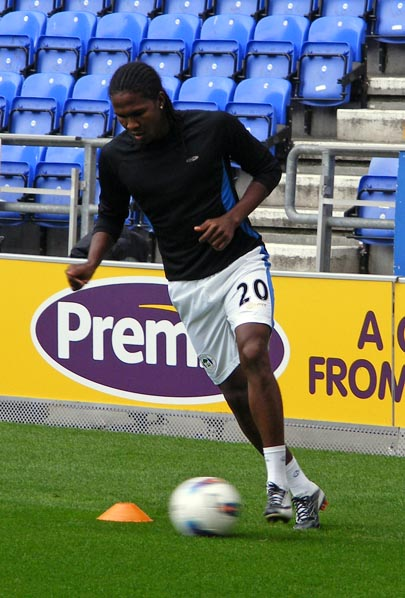 Hugo Rodallega warms up