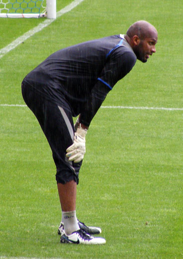 Ali Al Habsi rainy warmup