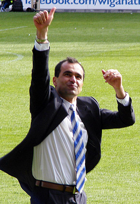 Roberto Martinez thumbs up
