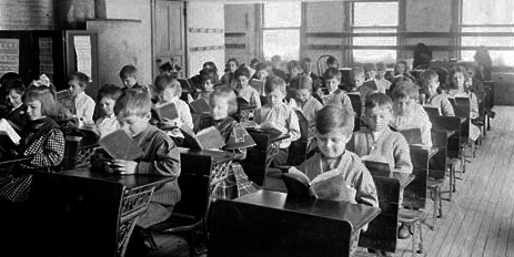 Schoolchildren reading 1911