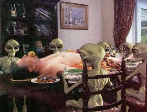 Aliens eating lunch